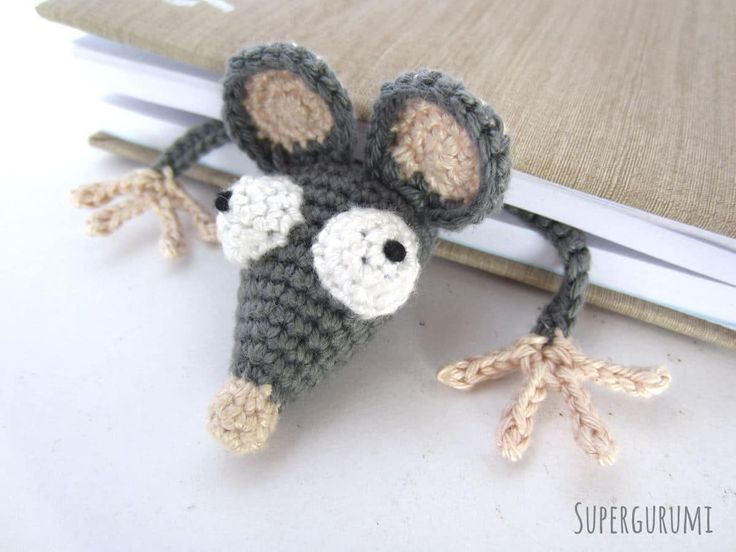 Amigurumi Squashed Rat Bookmark