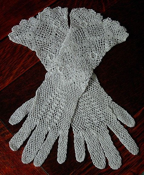 Crocheted ladies gloves