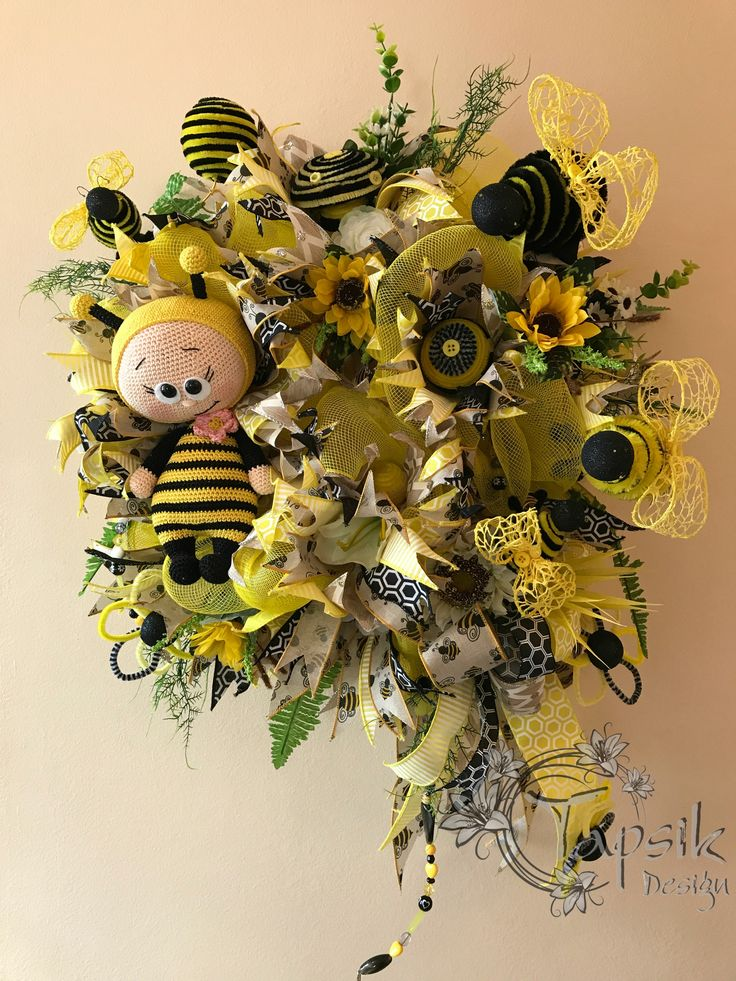 And the next bumble bee wreath is here. I must say, i do like all of my created wreaths but this one is my favorite. Base yellow deco mesh, 6 kinds of ribbon strips, bow, sunflowers and other flowers and greenery. Handmade bees, flowers and other decor, such as mushroom and balls, handmade bead garland. All this makes this bumble bee wreath really unique. And of course one super duper crocheted bee. Around 50 cm (20 inch) and long with the ribbon streamers 70 cm (28 inch). Custom made