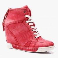 Trampki HighTop Red Snake Jeśli podążasz za trendami modowymi, to doskonale wiesz, że w tym sezonie Trampki Hightop powinny zagościć w Twojej szafie! Motyw wężowy jest bardzo oryginalny, z pewnością wyróżni Cię w tłumie! Dostępne w trzech kolorach! #red #shoes #sneakers