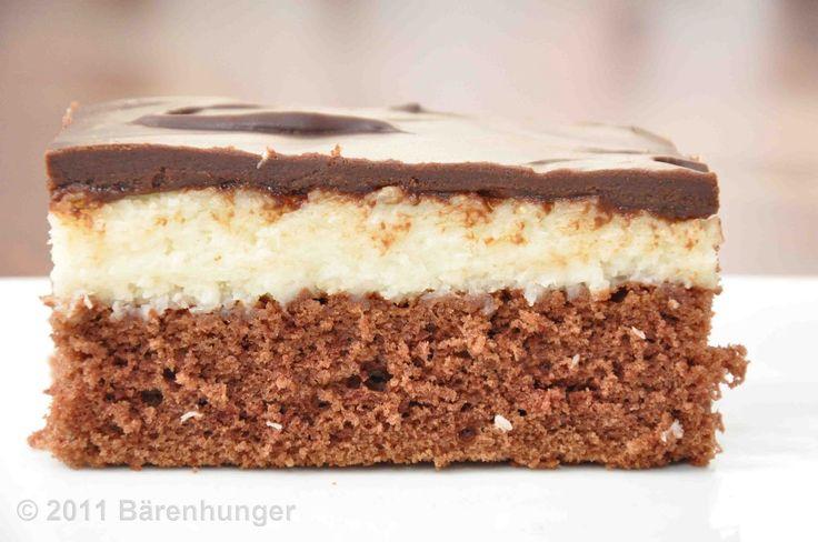 Bounty Kuchen - Rührteig mit Kokos-Butter-Milch-Creme - http://baeren-hunger.blogspot.de/2011/03/bounty-kuchen.html