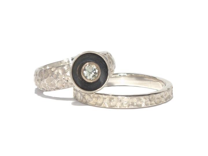 Black Cup / Silver, whitegold, white saphire, oxidised / Zilver, witgoud, witte saffier, geöxideerd