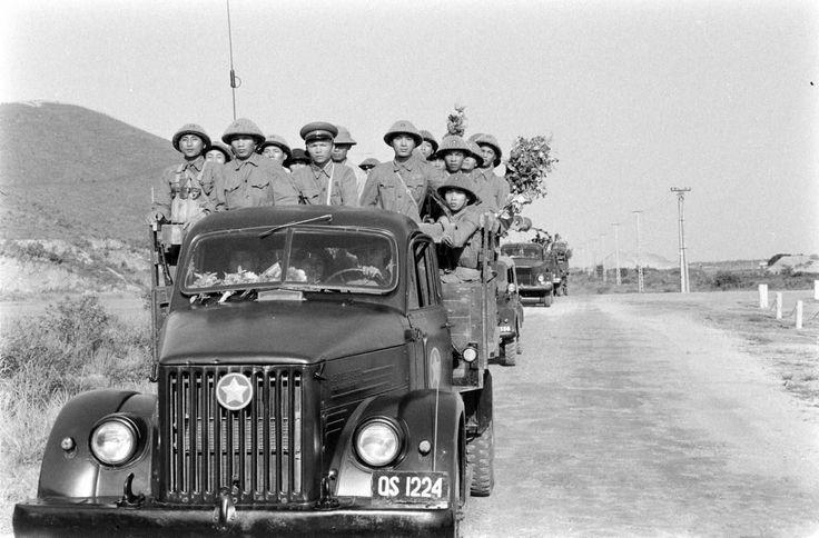 13 Mai 1955. Entrée des détachements du Việt Minh dans Hải Phòng. Guerre Indochine. Indochina war. Viet minh.