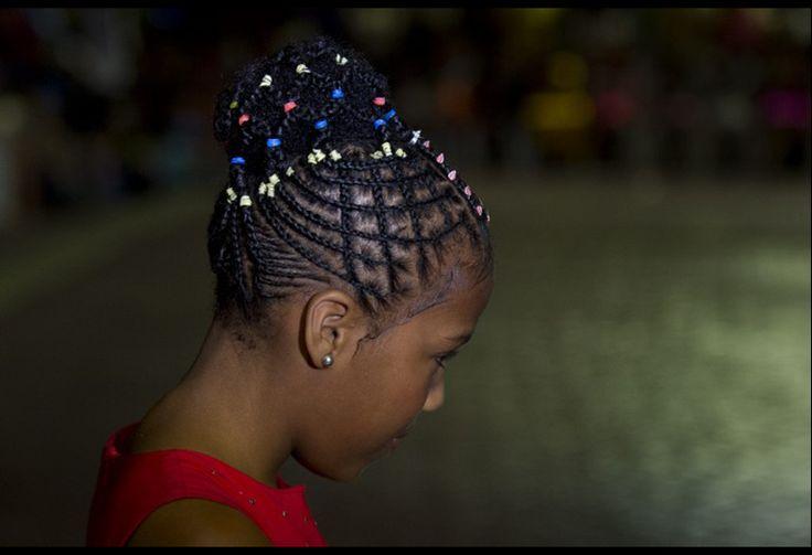 Fotos: [FOTOS] Los coloridos peinados afro del concurso anual de peinadoras colombianas | Pulzo.com