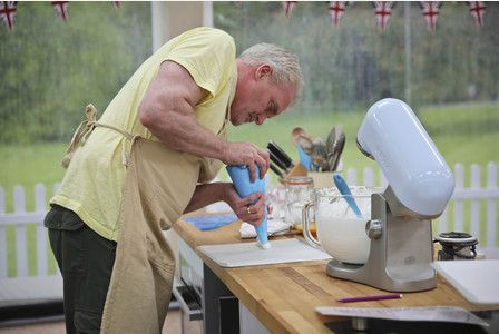 Tonight on The Great British Bake Off, the remaining contestants hope to impress Mary Berry and Paul Hollywood with their Spanische Windtorte (or Spanish Wind Torte). Spanische Windtorte is a famous...