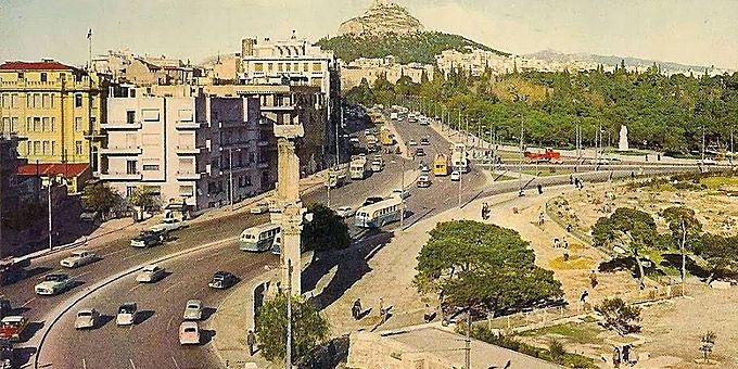 Η Αθήνα των 60s: Φωτο-βόλτα σε άλλες εποχές Η πύλη του Αδριανού και η Β. Αμαλίας