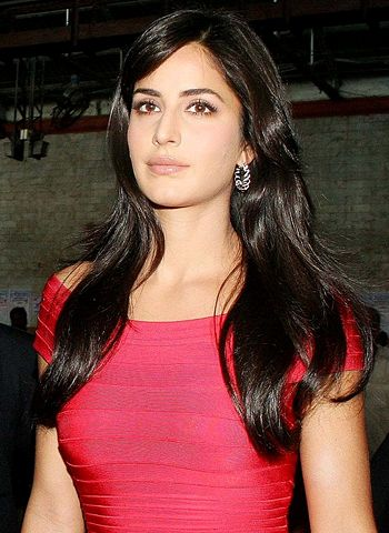 Red and white does not match at all, says Katrina on her leaked bikini pictures! - http://www.bolegaindia.com/gossips/Red_and_white_does_not_match_at_all_says_Katrina_on_her_leaked_bikini_pictures-gid-36619-gc-6.html