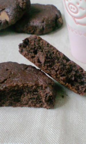 楽天が運営する楽天レシピ。ユーザーさんが投稿した「H・Mでブラウニーのようなソフトクッキー」のレシピページです。小麦粉なし!牛乳なし! 停電!そんな時はH・Mでフライパンおやつ♪。ソフトクッキー。●ホットケーキミックス,●ココア,●砂糖,バター 又はマーガリン,卵,板チョコ