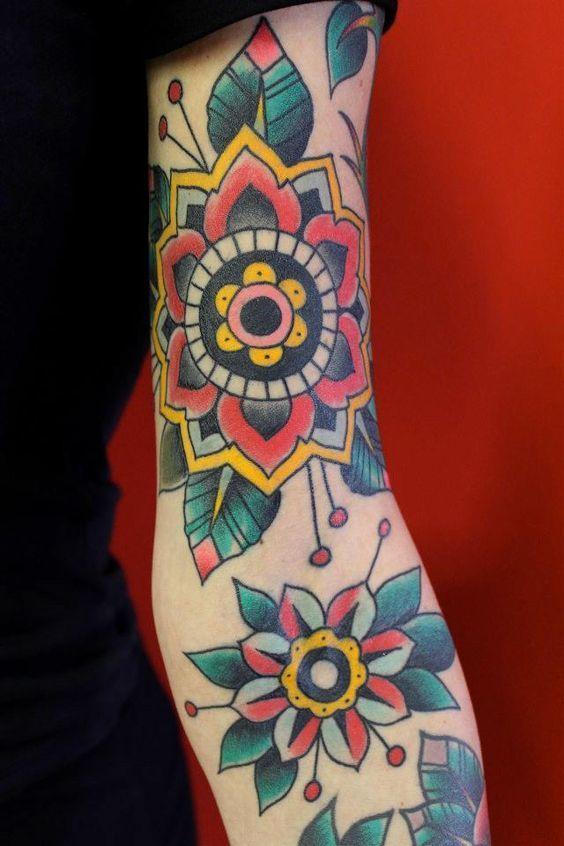Tatouage Olds chool et graphique sur l'avant bras #tatoo #mode #oldschool #graphique #colorfull #tatouage
