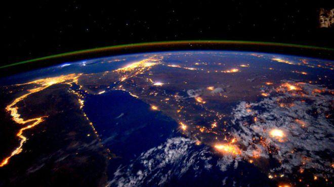 La tierra desde el espacio en una foto tomada por el astronauta Scott Kelly