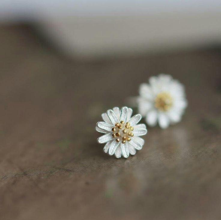 Ear studs daisy