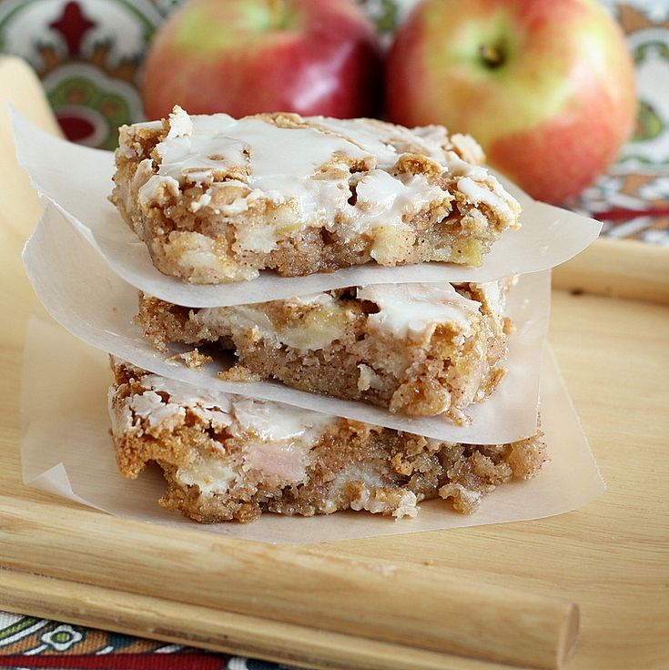 applesquares with maple glazeDesserts, Fun Recipe, Mom Apples, Sweets Treats, Apples Squares, Glaze Sprinkledwithflour, Maple Glaze, Bar, Country Pleasure