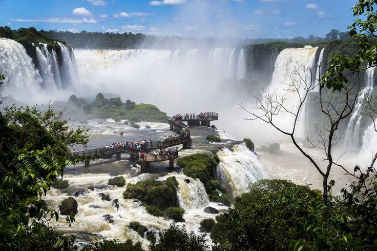 Foz do Iguaçu (PR)   As cataratas de Foz do Iguaçu, na fronteira entre o Brasil, a Argentina e o Paraguai, formam um dos maiores destinos turísticos do país, e não é por acaso: estão entre as paisagens mas belas do mundo.