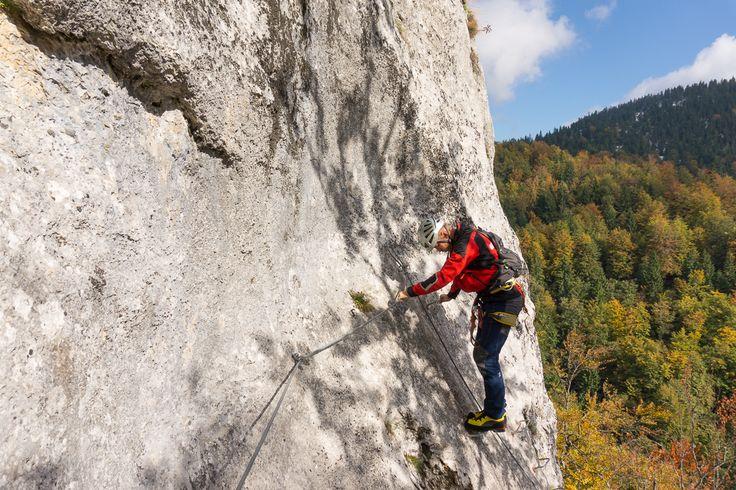 Traseul de via ferrata se află în Parcul Natural Apuseni, cu aproape 7 km înainte de stațiunea Vârtop (urmând direcția Ștei - Nucet (DN 75))...