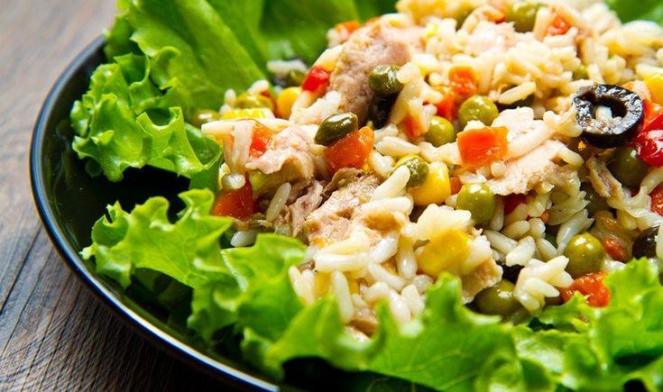 Πλούσια τονοσαλάτα με ρύζι και λαχανικά