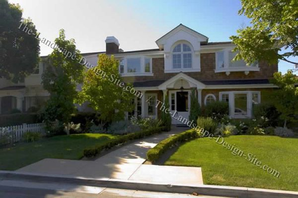 Formal cottage front yard ideas landscaping exterior for Formally designed lawn