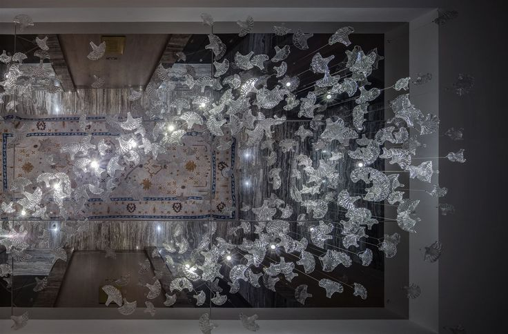 The corridors of Zorlu Center Branded Residences in Istanbul bask in the light of glass installations composed of ginkgo-shaped leaves. Their unusual shape allowed designers to create innumerable variations of the installation. #light #lighting #design #lightingdesign #designlighting #interior #interiortrends #crystal #bohemiancrystal #chandelier #hospitality #hotel #lightinginspirations #lightingtips #preciosa #preciosalighting #preciosainspirations