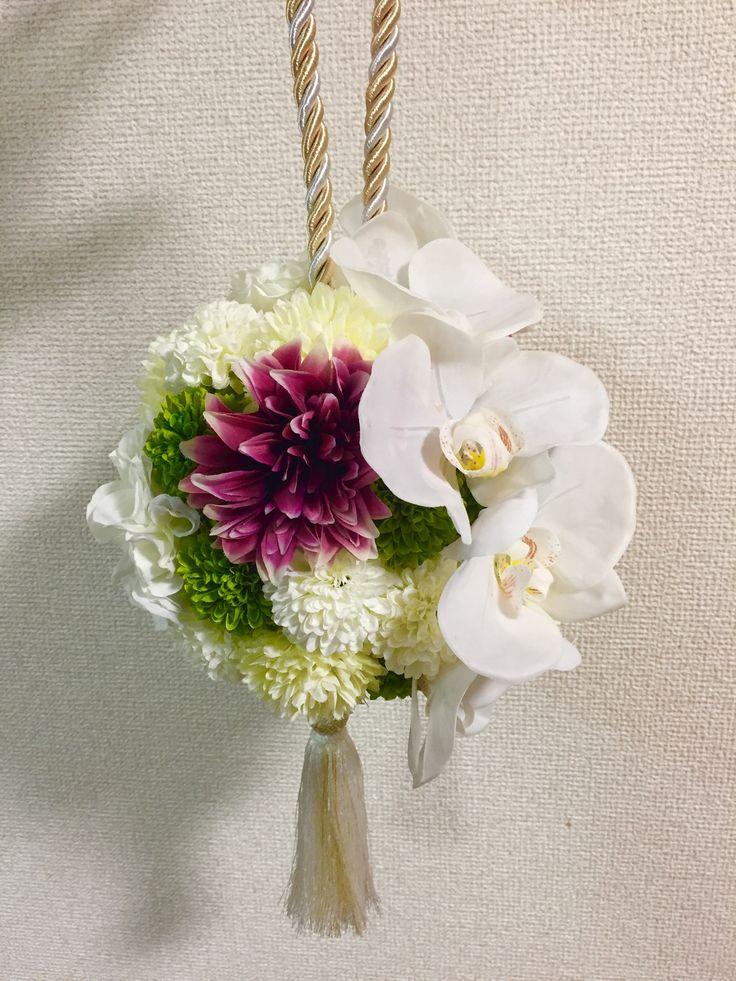 胡蝶蘭の造花ボールブーケ