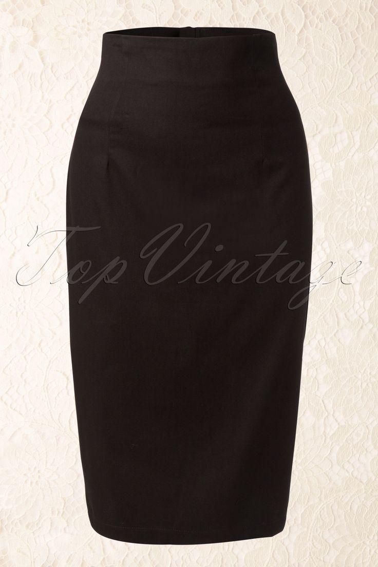 Der50s Fiona Black Pencil skirt vonCollectif Clothing. Keine retro Garderobe ist komplett ohne diesen Bleistiftrock!Die anschmiegende Passform, mit der hohen Taille und schön kurvig in Hüfthöhe, gibt eine echte Pinup Sanduhrfigur. Reißverschluss auf der Rückseite. Hergestellt aus einer leicht dehnbare Baumwolle die nicht aufträgt und die eine schöne Silhouette verleiht und eventuelle Problemzonen verhüllt. Ein Musthave ...