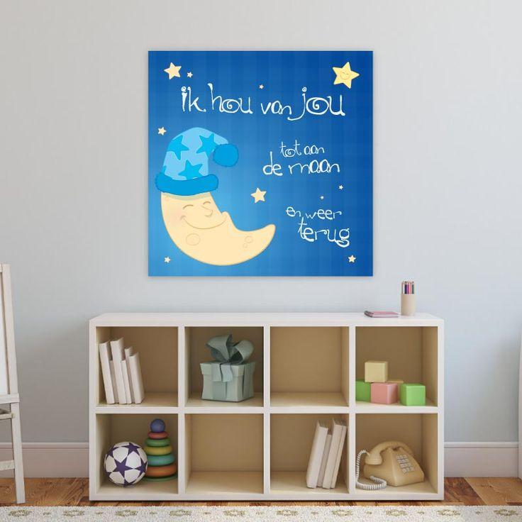 """De wel bekende zin: """"Ik hou van jou tot aan de maan en terug"""" Door ons zelf getekend en nergens anders te koop! Verkrijgbaar in 2 verschillende blauw tinten. Deze versie is donkerblauw met witte letters. Een decoratie als deze zal iedere babykamer of kinderkamer gegarandeerd opvrolijken!"""