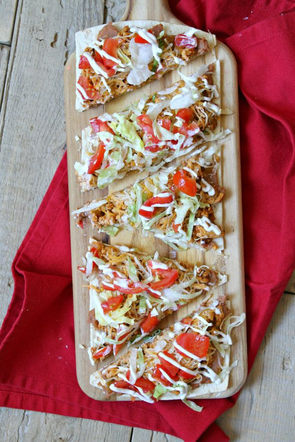 Skinny Taco Pizza ~ Here's an easy recipe that will satisfy both your pizza and Mexican food cravings: Skinny Taco Pizza! And it's Weight Watchers friendly! | recipe from RecipeGirl.com