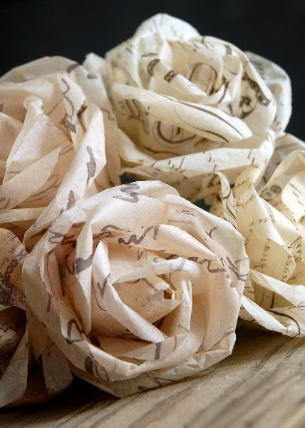 Wedding idea: French script parchment roses..LOVE: Scripts Parchment, Paper Rose, Wedding Ideas, Paper Flowers, Scripts Rose, Parchment Roses Lov, Parchment Rose Lov, Pink Rose, French Scripts