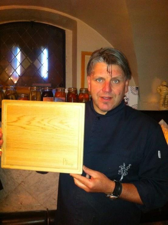 Jonnie Boer met de CedarWood OvenPlank