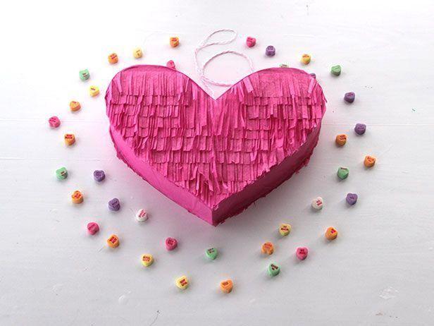 Como hacer una piñata en forma de corazón | Todo Manualidades