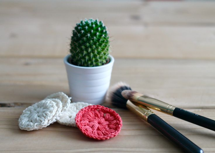 Friendly to the environment crocheted cotton pads - free recipe.