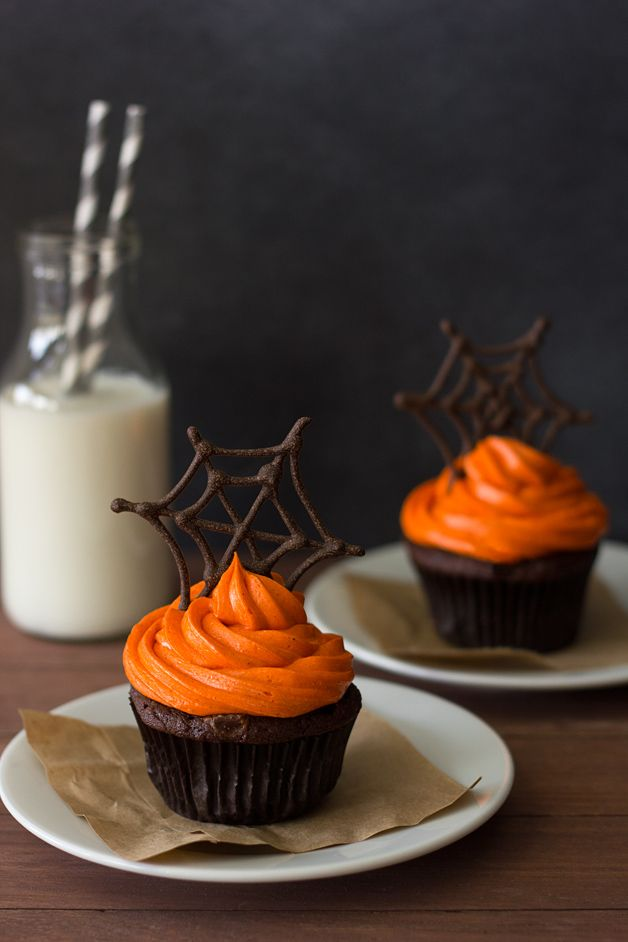 Pumpkin Chocolate Spiderweb Cupcakes with Spiced Cream Cheese Frosting | Confessions of a Bright-Eyed Baker #halloween #cupcakes