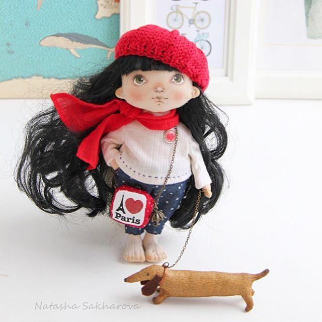 Маленькая #француженка. Этой куколкой я хочу начать серию работ #Путешественницы _________________________________ Куколка продана. Рост 20 см. Стоит с опорой. #куклысахаройнатальи #интерьернаякукла