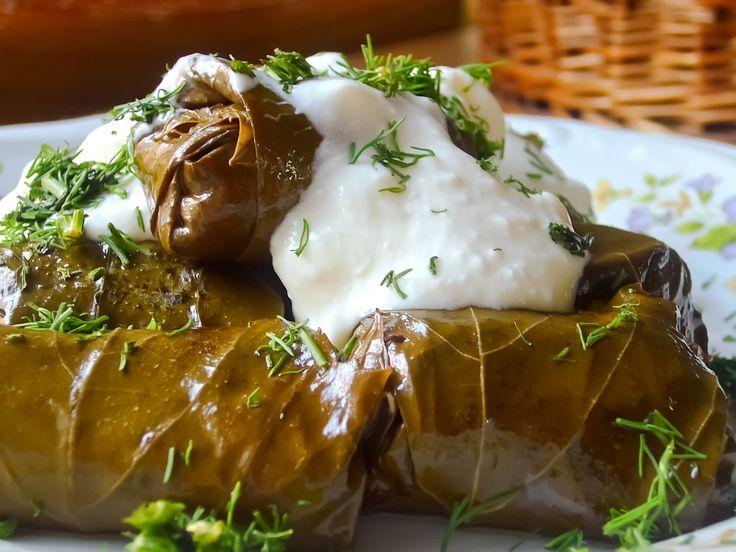 Los Dolmades su receta puede variar según las regiones. los Dolmades es una receta muy facíl de hacer.
