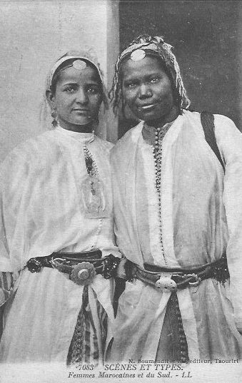 Africa | Moroccan women from the South || Scanned vintage postcard; published by N. Boumdendil