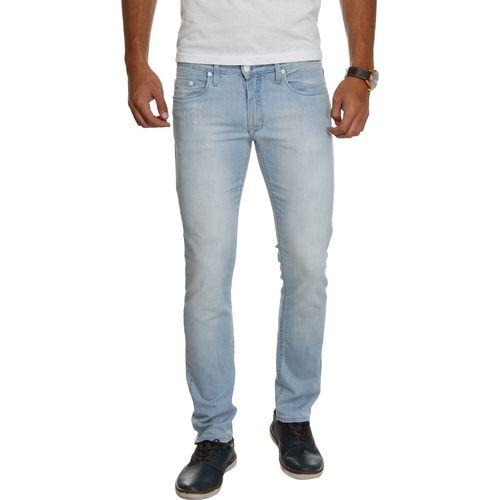COMPRE AQUI: Calça Jeans Calvin Klein Jeans Super Skinny - Azul Claro (Cód.123325323)  Calça jeans com modelagem skinny. Possui lavagem mais clara, cós com passantes, bolsos frontais e traseiros. Fechamento por botão e zíper. Barra com acabamento simples.