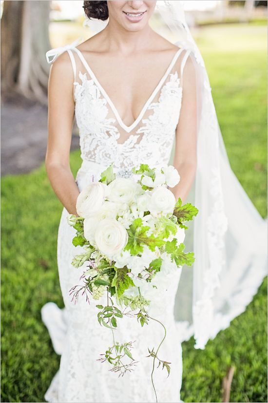 dramatic wedding dress and bouquet @weddingchicks