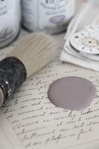 Una palette di 20 colori raffinata e romantica ispirata allo stile nordico e shabby chic. Tinte pastello per ricolorare mobili, pareti, oggetti...