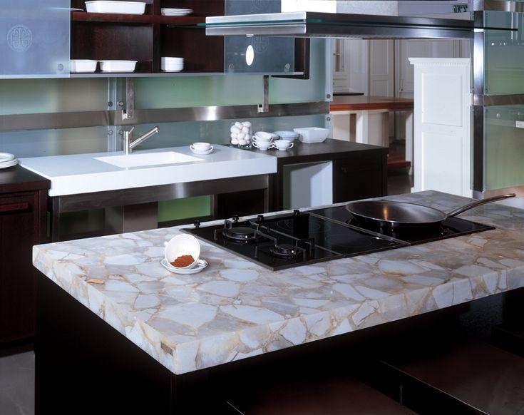 #Quarzstein #Arbeitsplatten sind die idealen Oberflächen für jede Küche. Quarzstein ist das innovative Material für mehrere Produkte.   http://www.caesarstone-deutschland.com/quarzstein-produkte-quarzstein