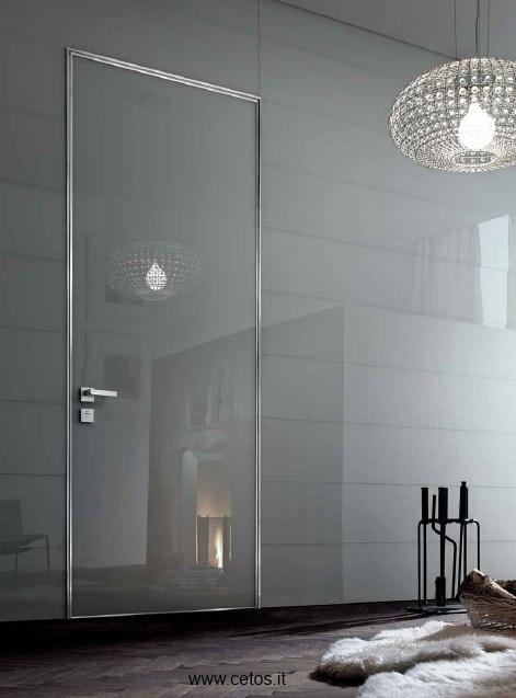 Porta blindata da interno a filo muro con rivestimento in vetro