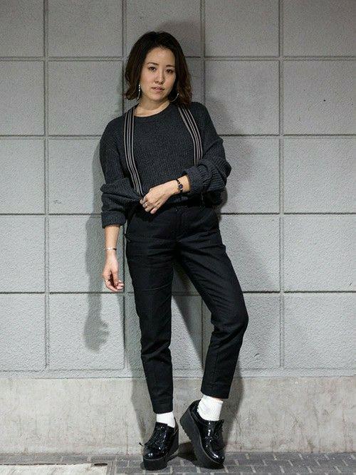 流行のチャコールのニットで柔らかい印象に。メンズサイズをチョイスしてビッグシルエットを実現。黒のパンツで引き締めました。  ■渋谷店 http://mobile.gap.co.jp/stores/sp/store.php?shopId=36143814 ■オンラインストアはこちら http://www.gap.co.jp/browse/subD+S36:V42ivision.do?cid=5643 ■GapストアスタッフコーデをWEARで見る(Women) http://wear.jp/gapjapan/