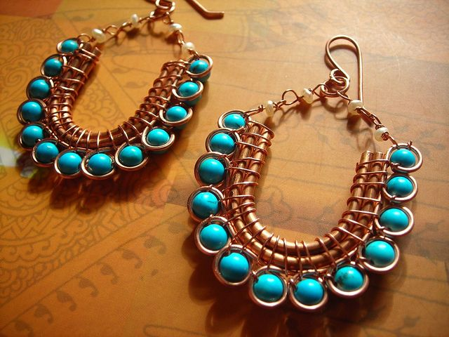 Beautiful: Earrings inspired by traditional indian wedding jewelry, made with copper wire, turquoise and pearls.