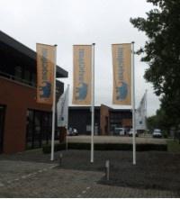 Polyester vlaggenmasten van BusinessVlaggen.nl. Top kwaliteit met 10 jaar garantie voor een aantrekkelijke prijs