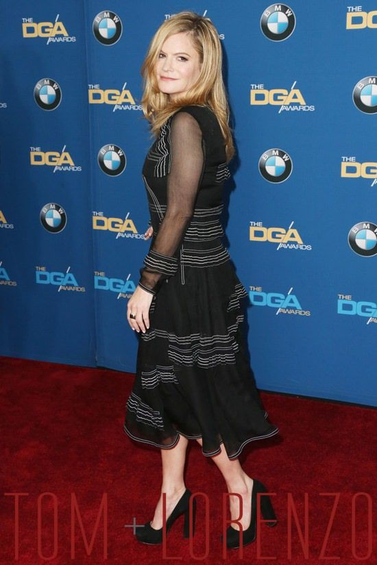 Jennifer-Jason-Leigh-Directors-Guild-Awards-2016-Red-Carpet-Fashion-Burberry-Prorsum-Tom-Lorenzo-Site (7)
