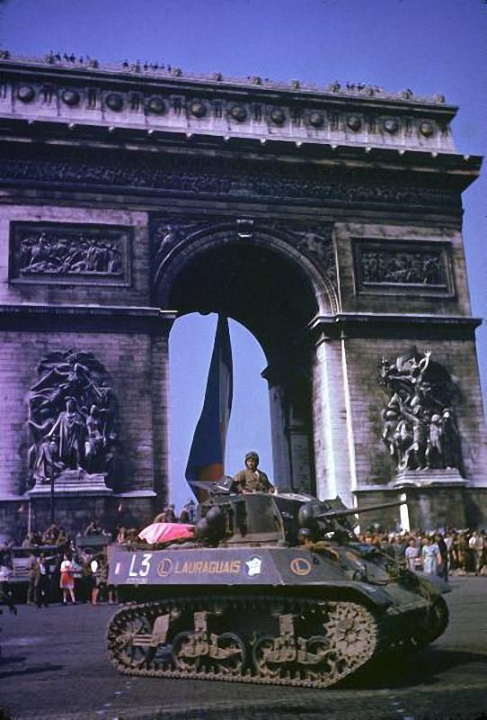 26th august 1944 M3A3 light tank 'Lauraguais' passing by the Arc de Triomphe during parade celebrating the liberation of Paris by Allied troops.