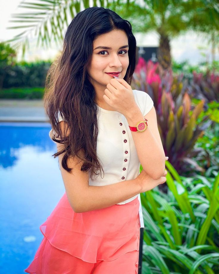 Hi, Friends, you are searching or finding Avneet Kaur pics Cute image Wallpapers. So you visit Right Website We are uploading Everyday Cricketer images, Actor Images images, Whatsapp Status or any More. You can Download 35+Nidhhi Agerwal pic For Wallpaper.  Avneet Kaur is an Indian television actress. She started her career with Dance India Dance Li'l Masters as a contestant. She then participated in Dance Ke Superstars. Kaur made her acting debut with Meri Maa