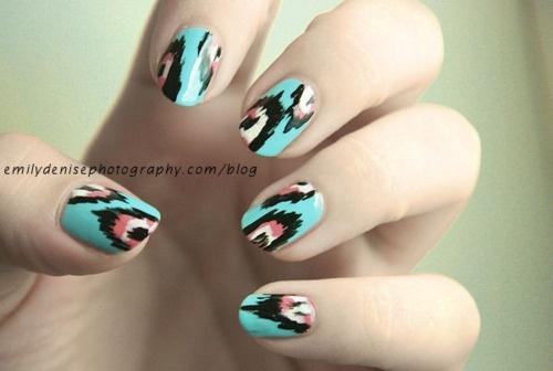 : Nails Art, Patterns Nails, Nails Design, Ikat Nails, Ikat Prints, Tribal Nails, Feathers Nails, Prints Nails, Aztec Nails