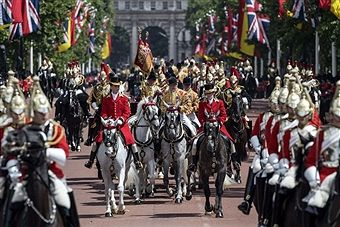 The Life Guards, members of the household cavalry, escort the State Carriage of Britain's Queen Elizabeth II and Spanish King Felipe VI as they travel along The Mall to Buckingham Palace in central London on July 12, 2017, on the first day of the Spanish Royals three day state visit. Spanish King Felipe VI and Queen Letizia begin a state visit to Britain on Wednesday, as the two countries attempt to strengthen ties despite tensions over Britain's plans to leave the European Union. /
