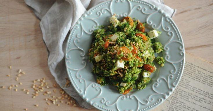 Cuscuz de brócolos com queijo de cabra e pesto de coentros - NiT