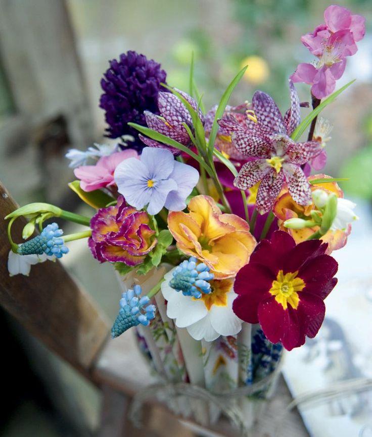 DIY: 5 vinkkiä – Näin teet keväiset kukkakoristeet: KEVÄTKIMPPU