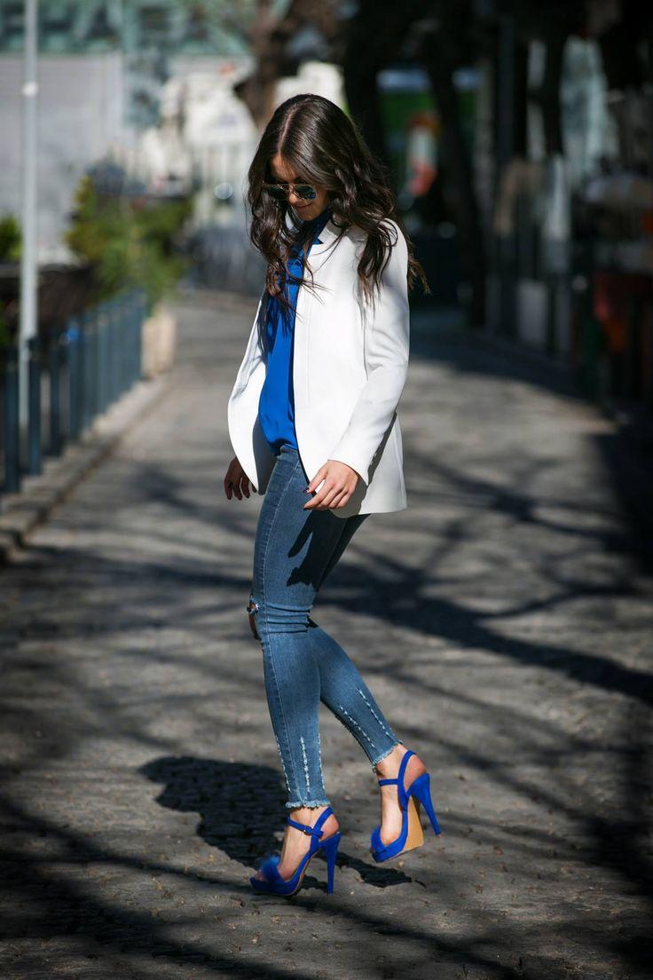 Regular fit. Fur front detail. Strap with buckle fastening on the ankle. Stiletto heel. Heel Height 12 cm. Platform Height 2 cm. https://www.modaboom.com/pedilo-me-gounaki-mple.html