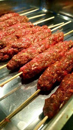 En riktig festmåltid.Utsökta kebabspett som funkar perfekt att grilla på utegrillen eller i ugnen hemma.
